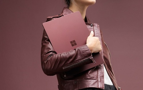 Máy tính xách tay Surface Essentials Bundle