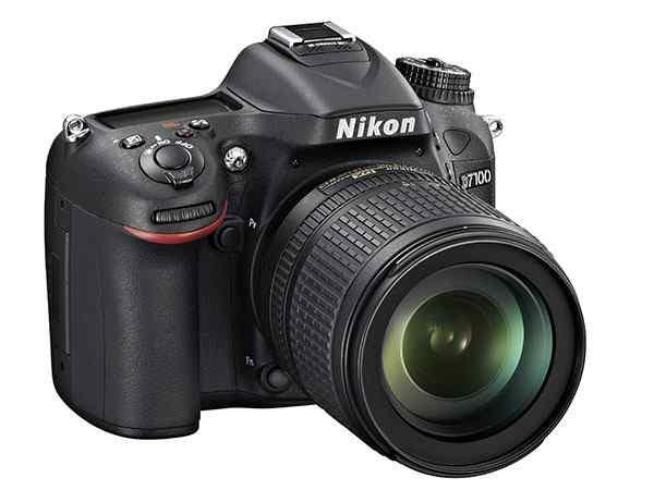 Giá khởi điểm được công bố của Nikon D7100 là 1200 USD cho riêng thân máy.