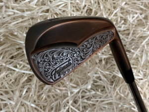 Fujimoto Golf Iron Handcrafted Signature Iura Wing Back in Black Copper - Gậy iron Thủ Công